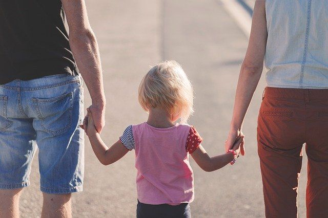 По исследованиям Росстата, в 2016 году зафиксировано 608 836 разводов в органах ЗАГС.