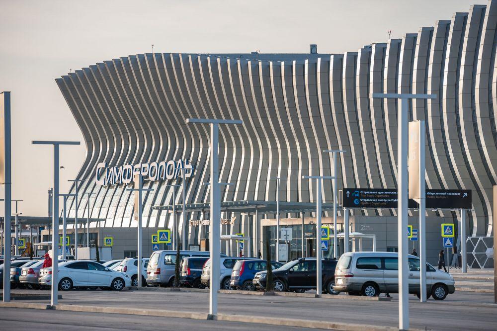 Новый терминал Международного аэропорта Симферополь спроектирован с учетом основных потребностей пассажиров и оснащен в соответствии с современными технологиями, которые применяются в аэропортовой отрасли.