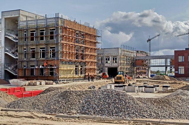 Общеобразовательный комплекс планируют сдать в мае 2021 года.