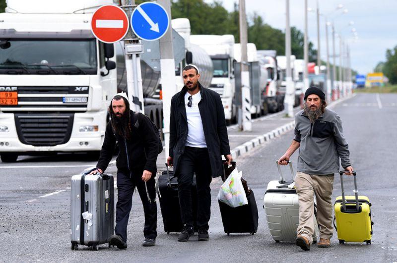 Паломники-хасиды на нейтральной полосе белорусско-украинской границы между пунктами пропуска «Новая Гута» и «Новые Яриловичи».