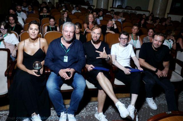 В числе жюри - актеры Ирина Горбачева и Александр Робак.