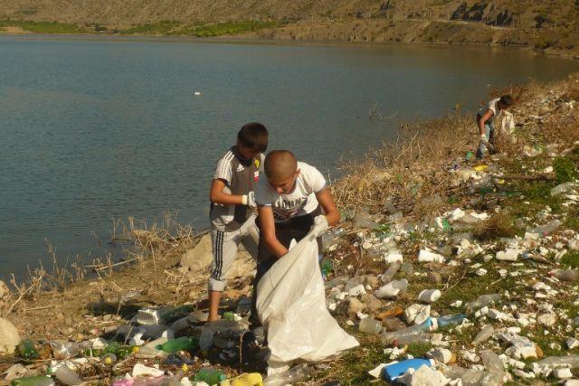 Даже дети заинтересованы в чистоте водохранилище, а власти, видимо, не очень.