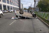 За рулём находился 37-летний водитель. Он не справился с управлением и автомобиль перевернулся.