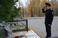 Сотрудники и ветераны ОВД в Надыме почтили память погибших милиционеров