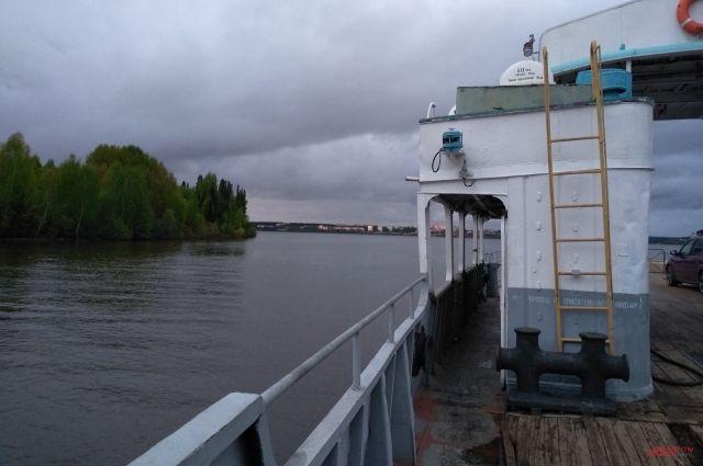 На Ямале едва не утонул омский речной тягач
