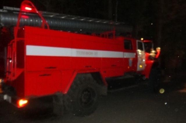 Возгорание жилого дома в Александровском районе тушили более трех часов.