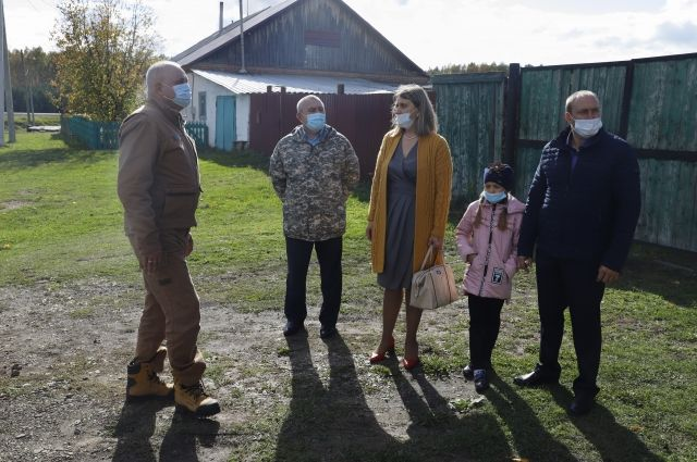 На соцвыплаты и материальную поддержку было направлено более 10 млн 300 тыс. рублей из бюджетов разных уровней.