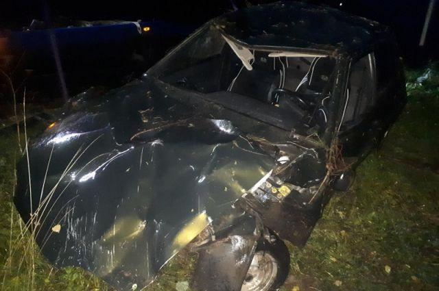На трассе в Пермском крае перевернулся автомобиль с 17-летней пассажиркой