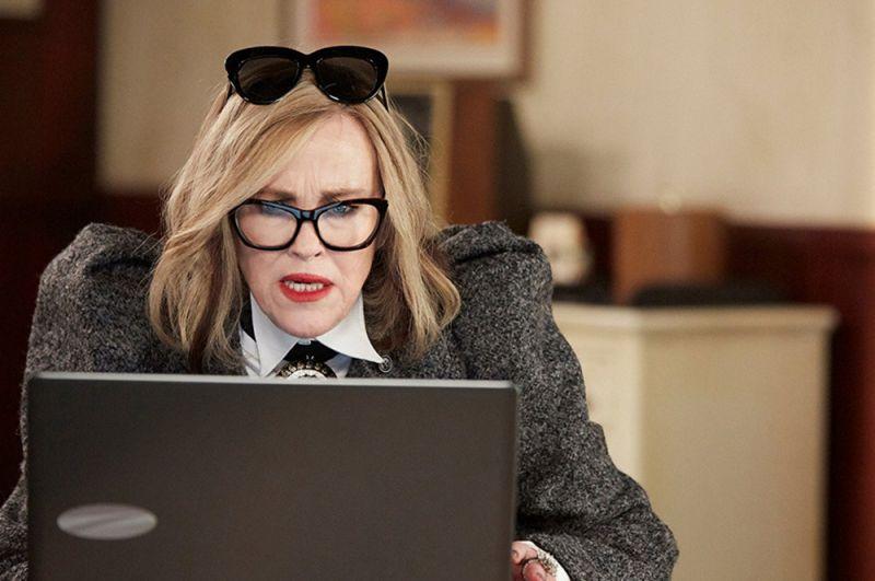 Лучшая актриса в комедийном сериале — Кэтрин О'Хара («Шиттс Крик»).