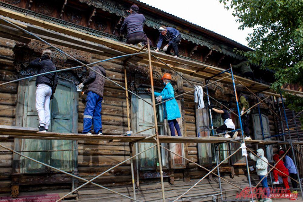 А также дом №12 по улице Смолина, когда-то принадлежавший чиновнику А.Г. Перову.