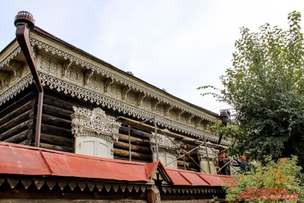 Реставрация фасадов по проекту «Старый город» на этот раз затронула сразу четыре дома.