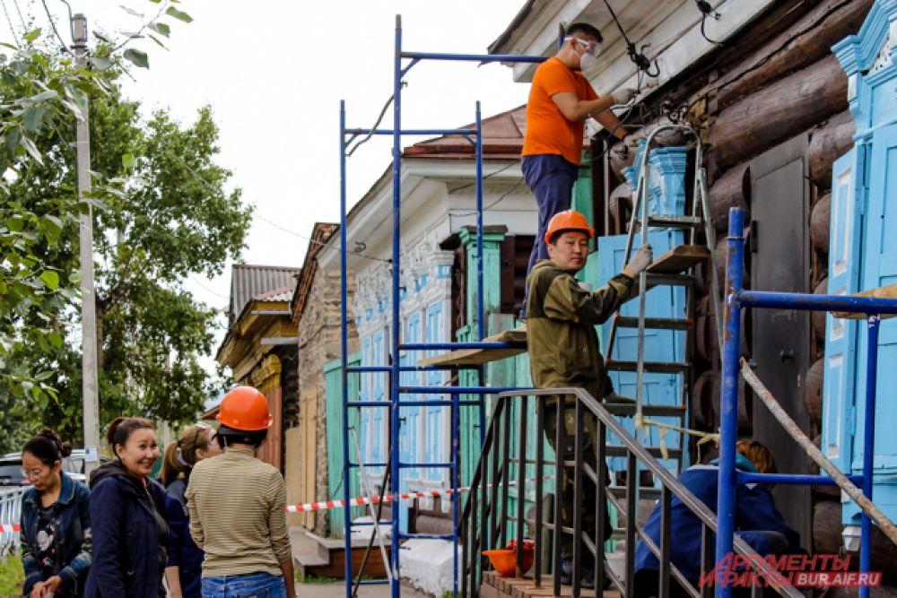 В субботу 19 сентября сразу 140 волонтёров  отправились ремонтировать фасады четырёх старинных домов в историческом центре города