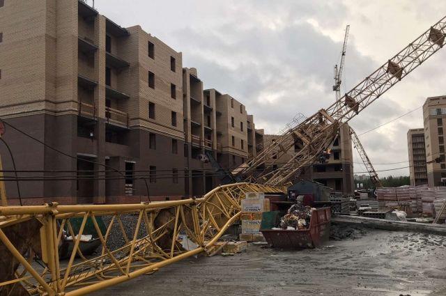 Одного из пострадавших при падении кранов в Тюмени выписали из больницы
