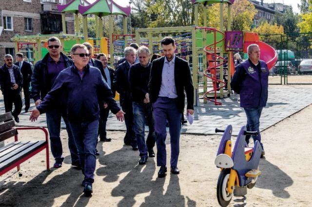 Во дворах установлено 35 новых детских игровых площадок.