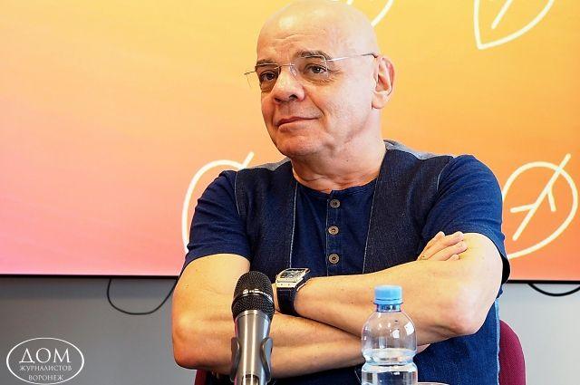 Константин Райкин привез в Воронеж спектакль «Шутники».
