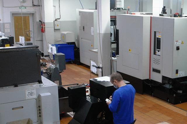 Производственные цеха оснащены современным оборудованием.