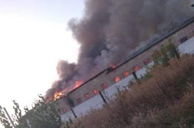 Под Киевом загорелась колония, где содержатся более 500 заключенных.