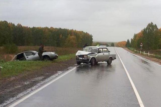 Около 15.30 на трассе Кунгур-Соликамск столкнулись два автомобиля.
