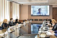 Совещания с краевым правительством и оперштабом Дмитрий Махонин проводит из больничной палаты в онлайн-режиме.