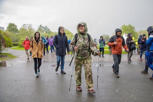 Участникам «Майской прогулки» и в прошлые годы приходилось преодолевать маршрут под дождём