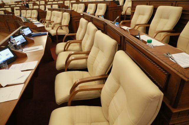 Кабинет министров сейчас де-юре пустует, а кто займёт места в обновлённом правительстве, вероятнее всего, станет понятно до нового года.