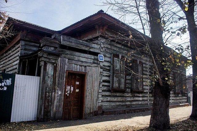 Дом Рассушина - это редкий сохранившийся усадебный комплекс, состоящий из трёх жилых домов.
