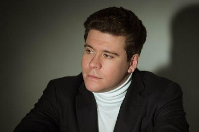 По настоянию пианиста-виртуоза в этот раз оба отделения концерта он будет играть с симфоническим оркестром театра.
