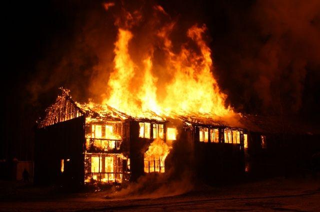 Чаще в возгораниях домов виноваты сами жильцы.