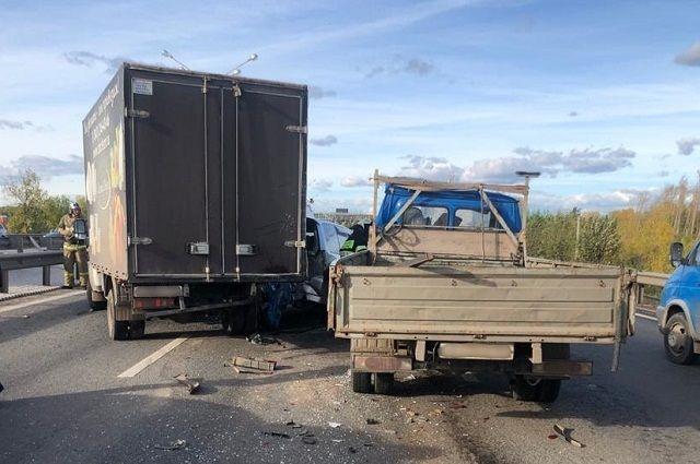 Водитель оказался зажат после тройного ДТП возле «Меги» в Уфе