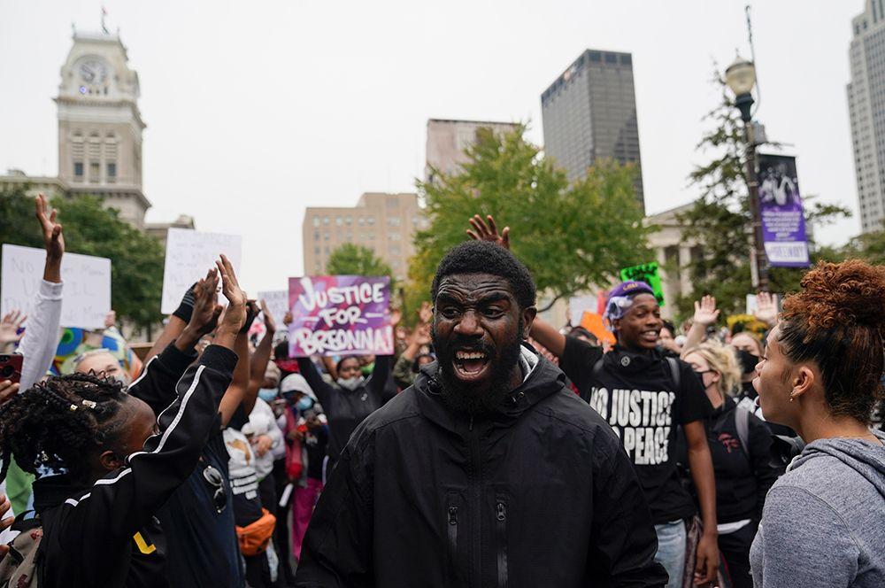 Демонстранты во время протестов.