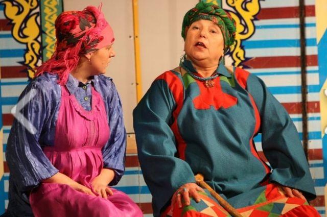 Амина Шарафутдинова играет в спектаклях на русском и татарском языках