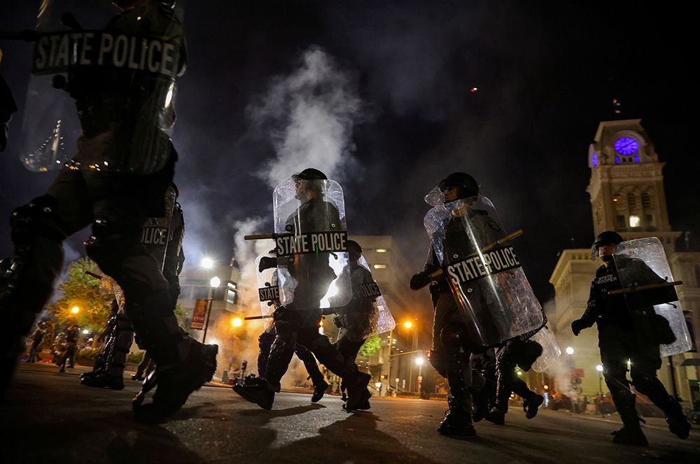Полицейские во время протестов.