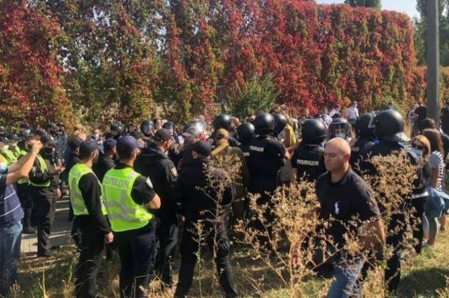 В Киеве возле колледжа произошли стычки с полицией: есть пострадавшие