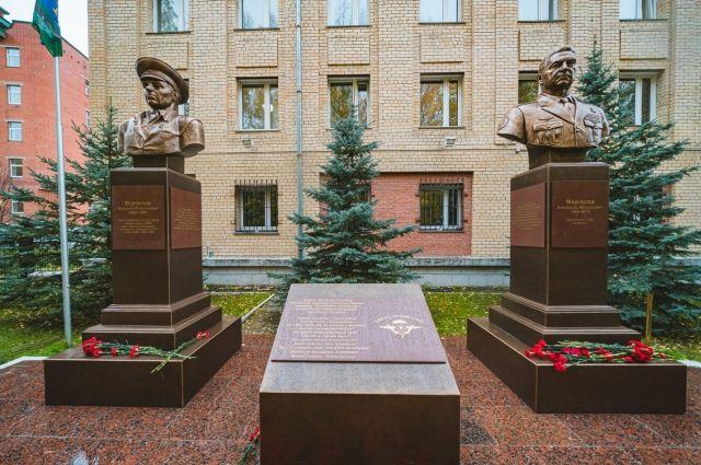 Мемориал офицерам-десантникам отцу и сыну Маргеловым в Ханты-Мансийске