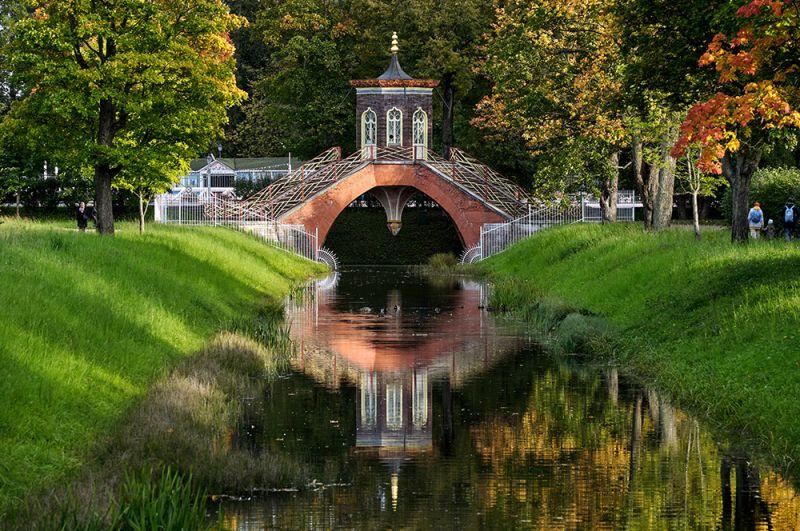 Начало осени в Александровском парке Государственного музея-заповедника «Царское село» в Пушкине.