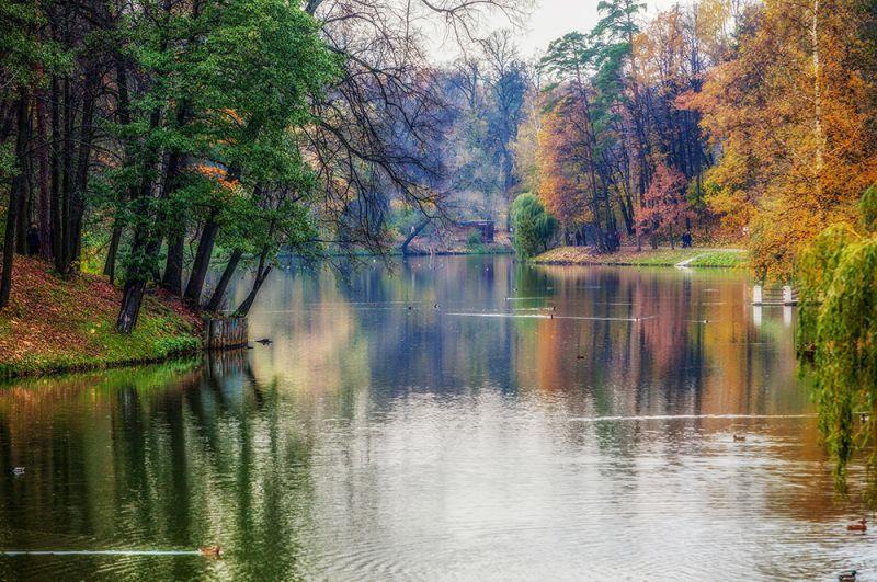 Осень в парке Царицыно в Москве.