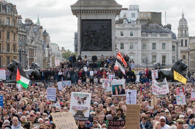В Лондоне тысячи людей устроили акцию протеста против повторного карантина