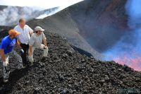 Туристы на вулкане Толбачик