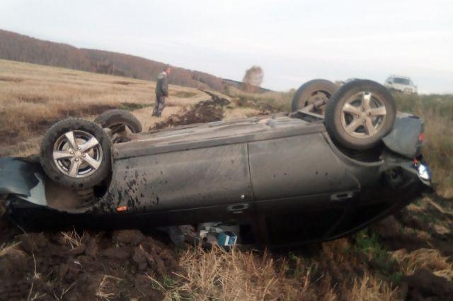 Несовершеннолетняя девушка управляла автомобилем Lada Priora и съехала в кювет, автомобиль опрокинулся.