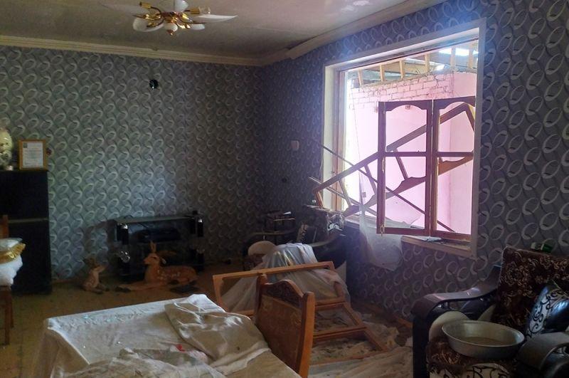 Разрушенный в результате обстрела жилой дом в Тертерском районе Азербайджана.