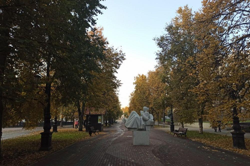 Улица Ленина, аллея у мединститута