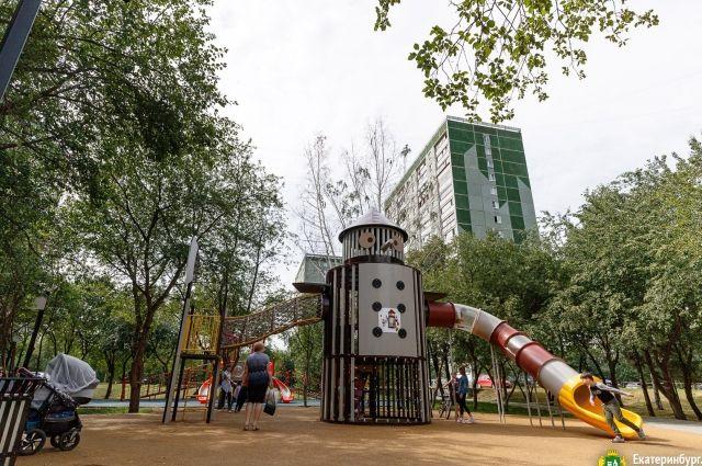 В Екатеринбурге активно работает программа по развитию районных скверов