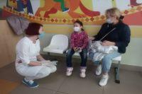 Если маски носят все, риски инфицирования заметно снижаются.