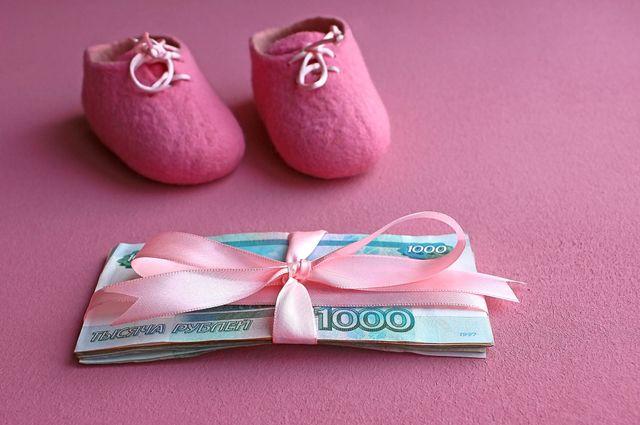 Минимальное пособие по уходу за ребёнком выросло почти в 2 раза.