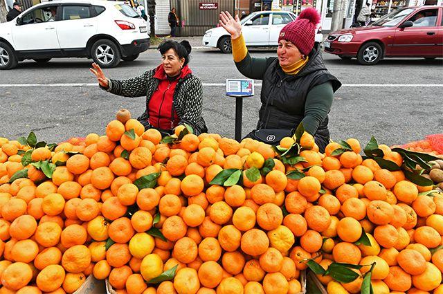 Торговцы мандаринами из Абхазии.