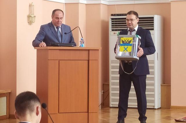 В течение 10 лет должность руководителя аппарата Оренбургского городского Совета занимал Игорь Вакушкин.