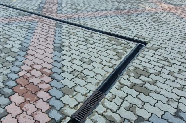 На Театральной площади в Красноярске вандалы украли ливневку