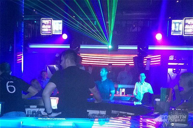 Детские ночные клубы игры в стриптиз бар