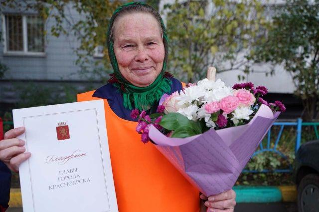Нина Карачёва трудится дворником 19 лет.