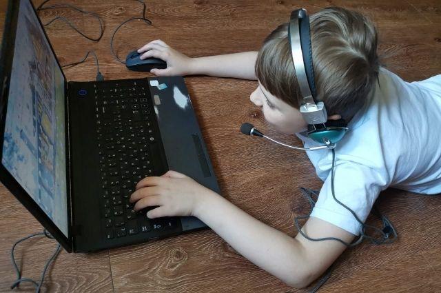 «Марш к компьютеру». Грозит ли крымским школьникам обучение на расстоянии?